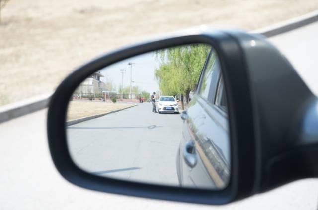 科学的调整汽车后视镜方法